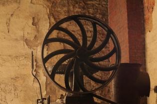kolo transmise na starém kotli